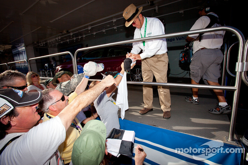 Jack Roush signs autographs