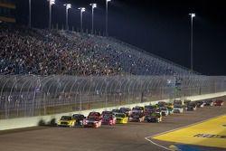 Herstart: Kyle Busch, Kyle Busch Motorsports Toyota en Parker Kligerman, Red Horse Racing Toyota