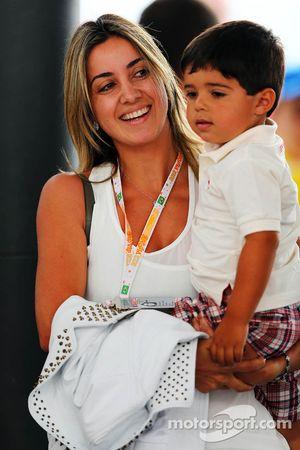 Rafaela Bassi, vrouw van Felipe Massa, Ferrari, en zoon Felipinho