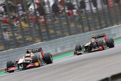 Pedro De La Rosa, HRT Formula 1 Team voor Romain Grosjean, Lotus F1 voor contact tijdens kwalificati