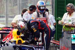 Sebastian Vettel, Red Bull Racing en Jenson Button, McLaren in parc ferme