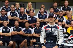 Bruno Senna, Williams in a team photograph