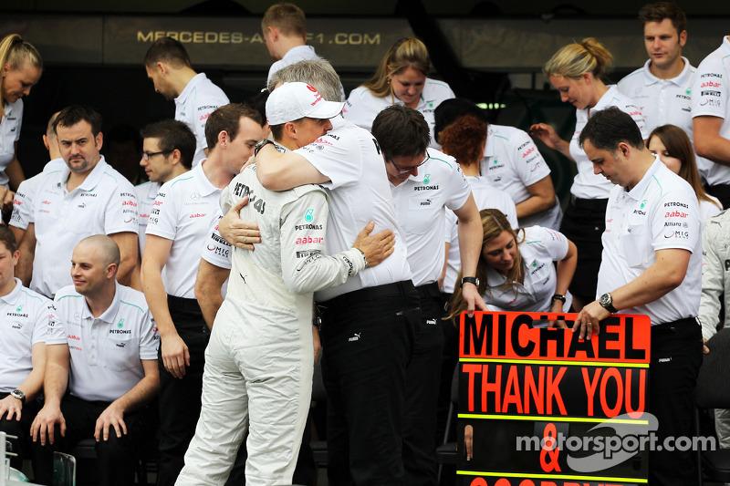 Michael Schumacher, Mercedes AMG F1, y Ross Brawn, Director de Mercedes AMG F1.