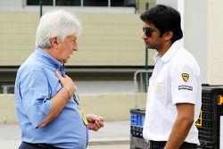 Herbie Blash, FIA Delegate met Narain Karthikeyan, Hispania Racing F1 Team
