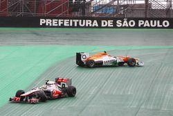Nico Hulkenberg, Sahara Force India F1 and Lewis Hamilton, McLaren crash battling for the lead of the race