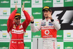 Podium: race winner Jenson Button, McLaren Mercedes, second place Fernando Alonso, Ferrari