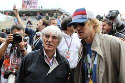 Bernie Ecclestone, CEO Formula One Group, with Owen Wilson, on the grid