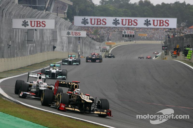 O GP do Brasil de 2012 também teve um dos erros clássicos de Raikkonen. Ele escapou antes da curva que antecede a reta principal e tentou voltar ao traçado por pistas auxiliares, mas errou o caminho e perdeu um tempão...