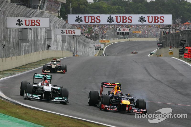 Michael Schumacher, Mercedes GP, e Mark Webber, Red Bull Racing
