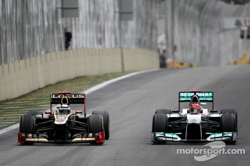 Kimi Raikkonen, Lotus F1 Team e Michael Schumacher, Mercedes GP