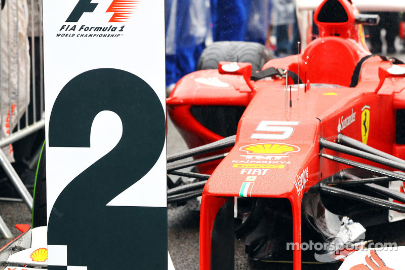 Ferrari Фернандо Алонсо в закритому парку