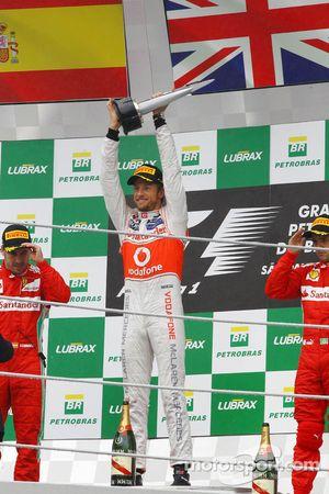 Podium: race winner Jenson Button, McLaren Mercedes, second place Fernando Alonso, Ferrari, third pl