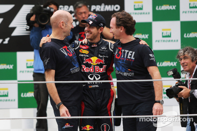 Sebastian Vettel, Red Bull Racing c viert wereldtitel met Adrian Newey, Red Bull Racing Chief Technical Officer, en Christian Horner, Red Bull Racing Team Principal