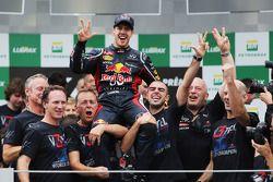 Sebastian Vettel, Red Bull Racing celebrates winning the World Championship with the team