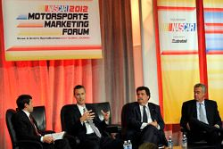 President en CEO van Grand American Road Racing, Ed Bennett, NASCAR President Mike Helton en NHRA Pr