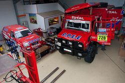 Support vehicles in the workshop