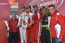 Coppa Shell, Europe race 2 podium: race winnaar Francisco Guedes, 2de plaats Raffaele Giannoni,3de p