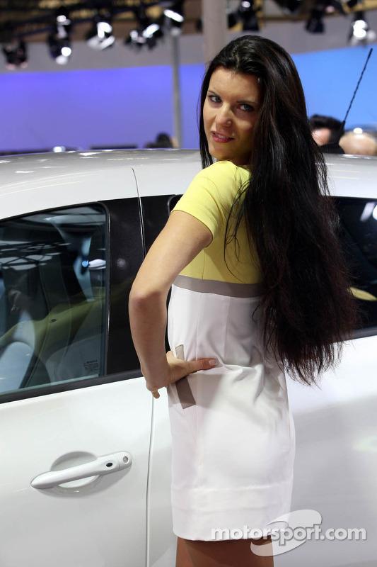 Renault Stand Girl