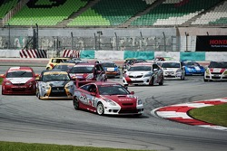 Start: #36 Toyota Celica: Kenny Lee, Jim Hunter leads