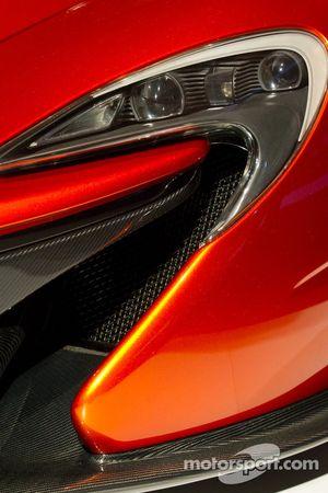McLaren P1, Licht