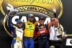 Podium: race winner Thiago Camilo, second place Ricardo Mauricio, third place Caca Bueno