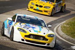 #64 Aston Martin Vantage GT4: Alejandro Chahwan, Jose Manuel Balbiani, Ruben Salerno, Juan Manuel Si