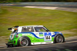 #144 Besaplast Racing Team MINI Cooper S: Franjo Kovac, Fredrik Lestsrup, Steffi Halm, Jürgen Schmarl