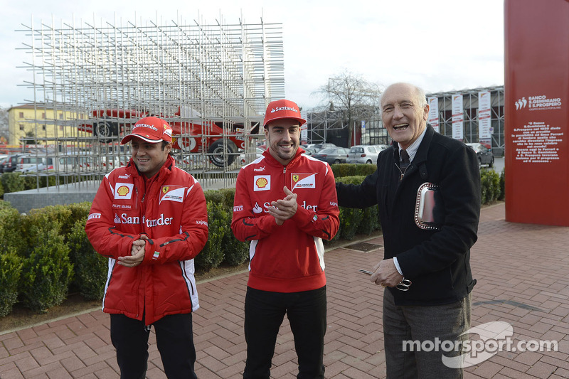 Felipe Massa en Fernando Alonso onthullen nieuwe installatie Ferrari