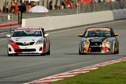 Gevecht voor de leiding tussen Type R Racing en Proton R3 Racing