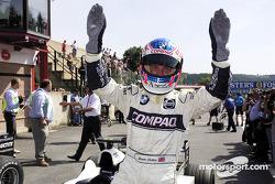 Jenson Button celebra la tercera posición de clasificación
