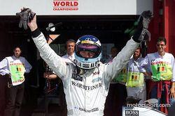 Mika Hakkinen fête sa pole position