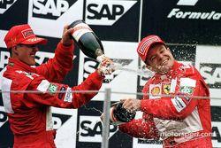 Pódio: vencedor Michael Schumacher e segundo Rubens Barrichello