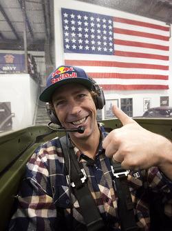 Travis Pastrana dans le cockpit d'un P-51 Mustang