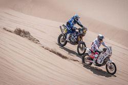 #47 KTM: Marek Dabrowski en #46 Yamaha: Mauricio Gomez