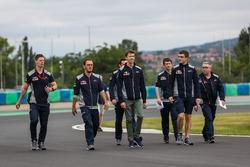 Daniil Kvyat, Scuderia Toro Rosso STR12 walks the track