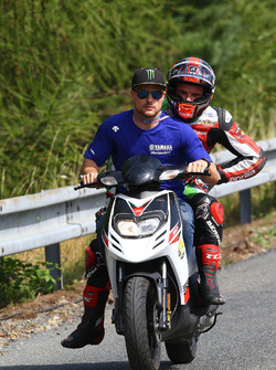 Sam Lowes, Aprilia Racing Team Gresini, als Sozius bei Bruder Alex Lowes