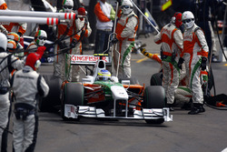 Giancarlo Fisichella, Force India VJM02 Mercedes, na pitstop