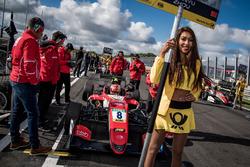 Grid kızı, Guan Yu Zhou, Prema Powerteam, Dallara F317 - Mercedes-Benz