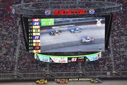 Джой Логано, Team Penske Ford, Брэд Кеселовски, Team Penske Ford и Мартин Труэкс-мл., Furniture Row Racing Toyota