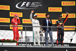 Sebastian Vettel, Ferrari, Lewis Hamilton, Mercedes AMG F1, Mark Webber, Daniel Ricciardo, Red Bull Racing, sur le podium