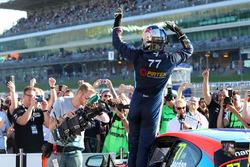 Yarış galibi Andrew Jordan, BMW Pirtek Racing BMW 125i M Sport