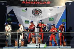 LMGTE Pro podio: ganadores James Calado, Alessandro Pier Guidi, AF Corse, segundo Michael Christensen, Kevin Estre, Porsche Team, tercero Davide Rigon, Sam Bird, AF Corse