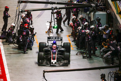 Кевін Магнуссен, Haas F1 Team VF-17, піт-стоп