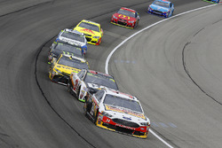 Clint Bowyer, Stewart-Haas Racing Ford and Ryan Newman, Richard Childress Racing Chevrolet
