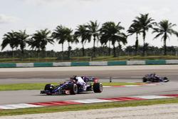 Carlos Sainz Jr., Scuderia Toro Rosso STR12, Pierre Gasly, Scuderia Toro Rosso STR12