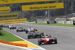 Рио Харьянто, DAMS возглавляет гонку