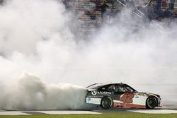 Il vincitore della gara Alex Bowman, Chip Ganassi Racing Chevrolet