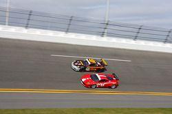 #30 MOMO/NGT Motorsport Porsche GT3 - #64 Scuderia Corsa Via Italia Racing Ferrari 458: Chico Longo,