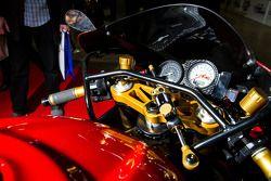 Cockpit de Anrres Gutierrez Suzuki 1000cc TL1000R Vtwin
