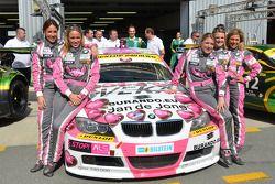 De Racing Divas komen in actie voor de Team Schubert BMW